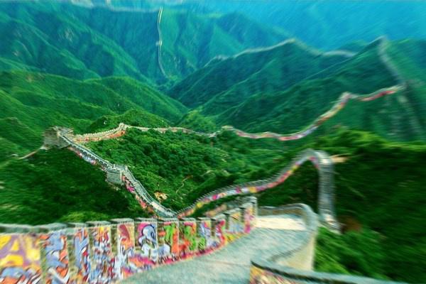 A kínai nagy fal elképzelt képe graffitikkel
