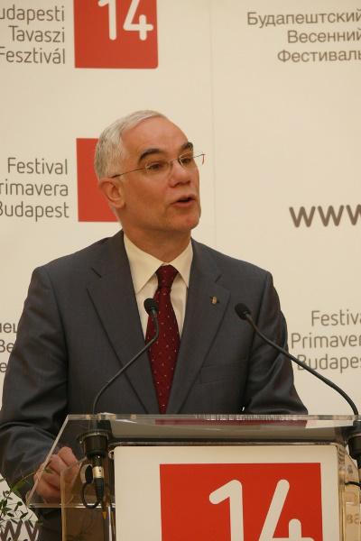 Balog Zoltán a Festők a tükörben c. kiállítás megnyitóján