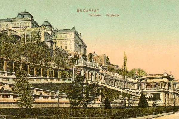A királyi Várbazár az 1910-es évekből származó képeslapon