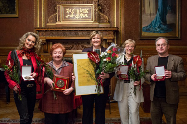 Rálik Szilvia, Kaszás Ildikó, Polonkai Judit, Sebestyén Katlin,Harazdy Miklós (foró: Herman Péter)