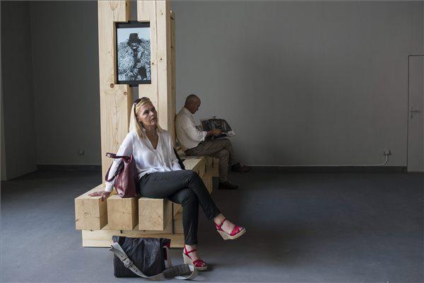 Érdeklődők a magyar pavilon kiállításán
