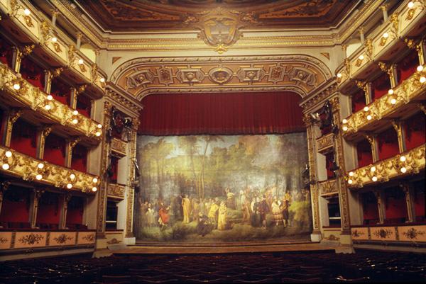 Teatro Colón, Kolumbia