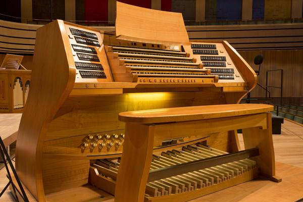 Művészetek Palotája, az orgona játszóasztala