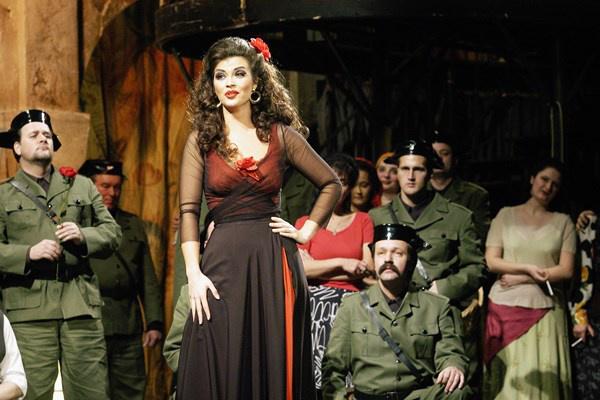 Gál Erika Carmen szerepében