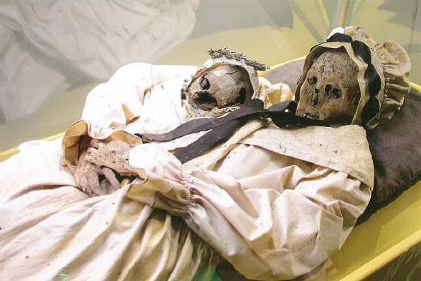A gyermekszülésben elhunyt Borsodi Terézia (1768–1794), karjában újszülött fiúgyermekével
