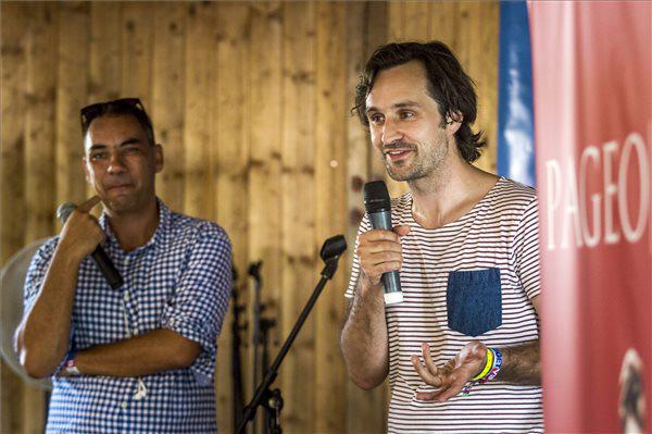 Weyer Balázs programigazgató (b) és Paul Bräuer, a Piranha Arts kommunikációs igazgatója