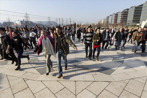 A Körhinta táncjelenetének részlete - Magyar Nemzeti Táncegyüttes