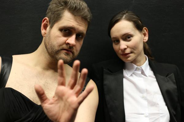 Vajda Milán és Hámori Gabriella a Semleges Nemekben (Fotó: Dusa Gábor)
