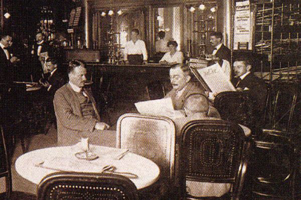Vendégek régen a híres Centrál kávézóban (Forrás: www.palaisevents.at)