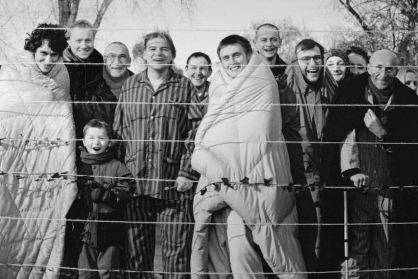 Zbigniew Libera: Residents, 2003 (Forrás: Tartu Art Museum)