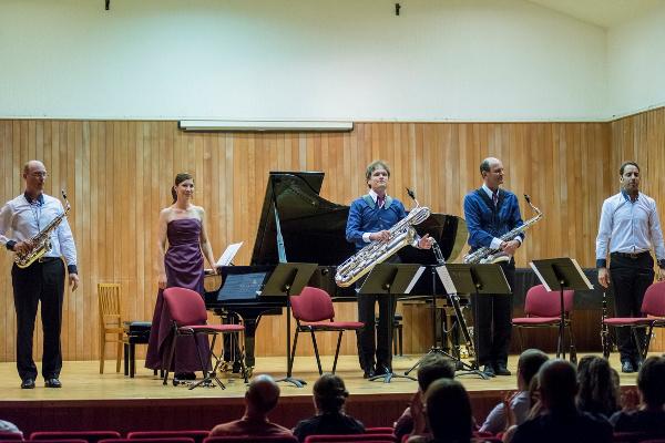 A Budapest Saxophone Quartet és Mali Emese (Fotó: Balint Hrotko Photography)