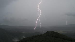 A hőség és a vihar miatt is riasztást adtak ki