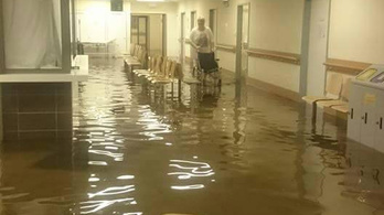 Víz alatt az Uzsoki kórház és a Szabó Ervin könyvtár
