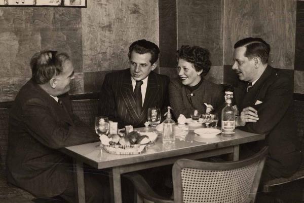 A kép jobb oldalán a Vaszary testvérek: Gábor, Piroska és János