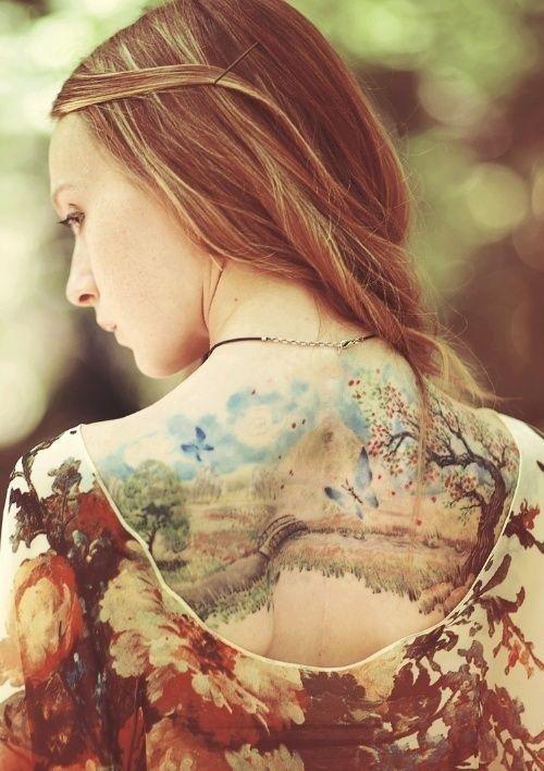 A nők és a férfiak körében is népszerűek a tájkép tetkók.