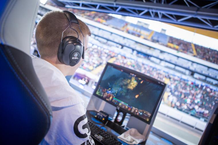 A Cloud9 egyik DOTA2 játékosa Az ESL One sorozat frankfurti állomásán