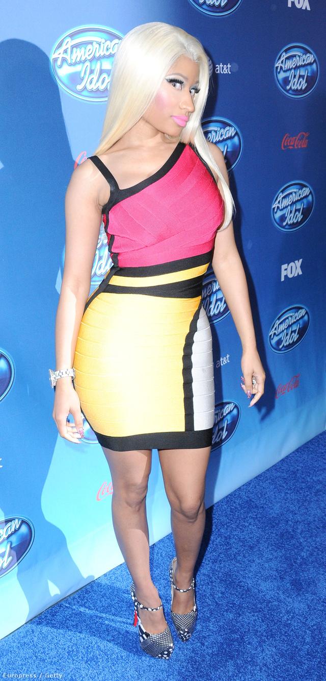 Ezek szerint Nicki Minajnak sem lett volna szabad ebben az Hervé Léger miniben elmenni az American Idolra, bár neki legalább van melle.