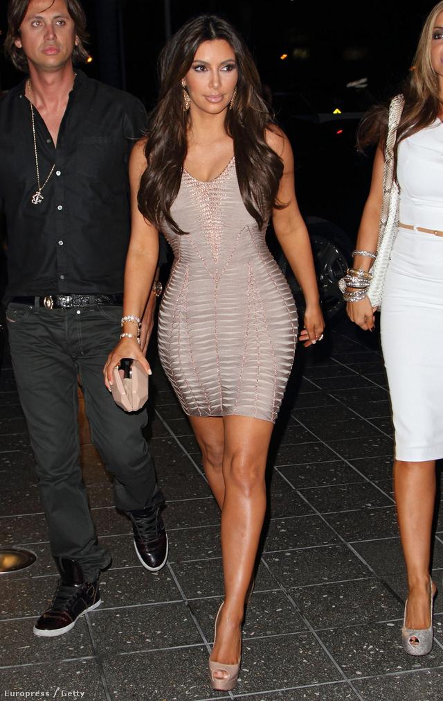 Kim Kardashian is előszeretettel viseli a francia divatház ruháit.