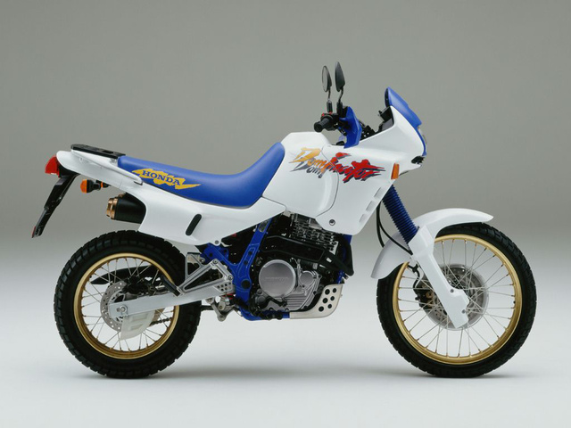 Honda Dominator - ez azért a 80-as évek szülötte