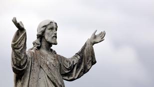 Baltával verte szét a Jézus szobrot a tárkányi férfi