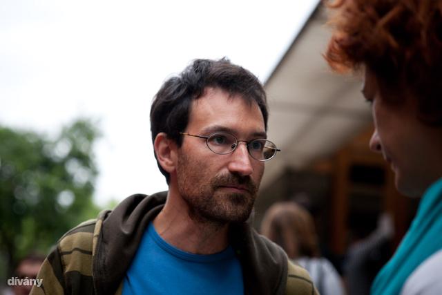 Ő itt Fülöp Ádám, a Pipacs pékség egyik pékje, eredetileg a VFM-nél volt agrobiodiverzitás referens.