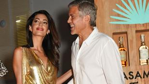 Még a vak is láthatja, hogy George Clooney odáig van a hosszú lábú feleségéért