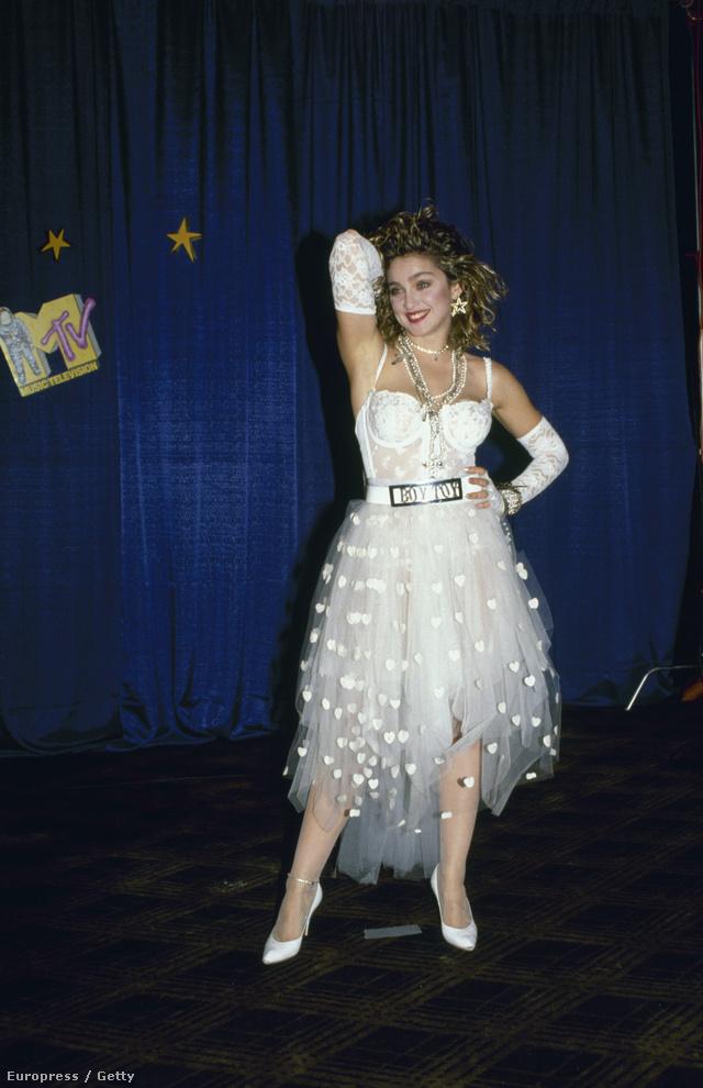 Madonna menyasszonynak öltözve ment az első VMA-ra 1984-ben. A rendezvényt ebben az évben New Yorkban tartották.