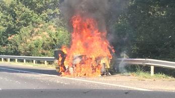 Kiégett egy autó az M7-esen
