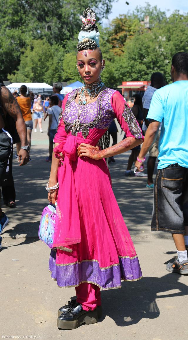 Ez egy teljesen átlagosnak mondható ruha az Afropunk fesztiválon.