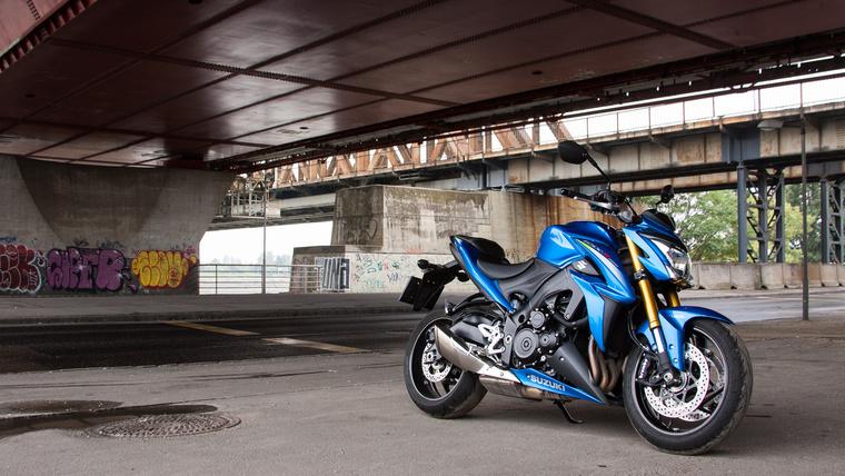 Jól áll neki a kék szín - nem véletlenül nyomatják ezt az árnyalatot, ez lesz a MotoGP gépük színe