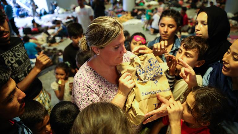 Polifoam, takaró: így tud segíteni a menekülteknek, ha akar