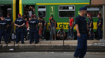 Civil konvoj szerveződik, hogy átvigyék a határon a menekülteket