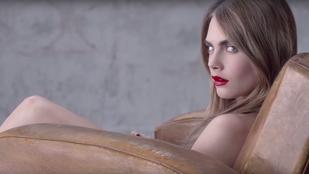 Cara Delevingne egyszál semmiben reklámozott rúzst