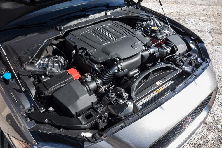 Ezt a 380 lóerős motort eddig nem tették limuzin-Jaguarba