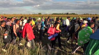 Így törtek ki Röszkénél a menekültek