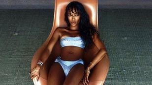 A 45 éves Naomi Campbell fantasztikusan néz ki bikiniben
