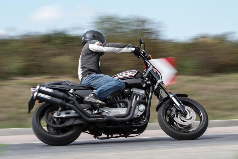 Stabil futómű, jól adagolható fék... te jó ég, ez egy Harley?