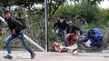 Ezer fölé kúszott a kerítésmászásért elítélt migránsok száma