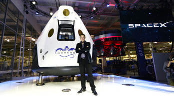 Elon Musk atombombát dobna a Marsra
