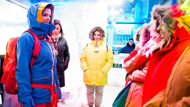 Idén télen a pasik autóversenyzőnek, a nők popdívának öltözve síelhetnek
