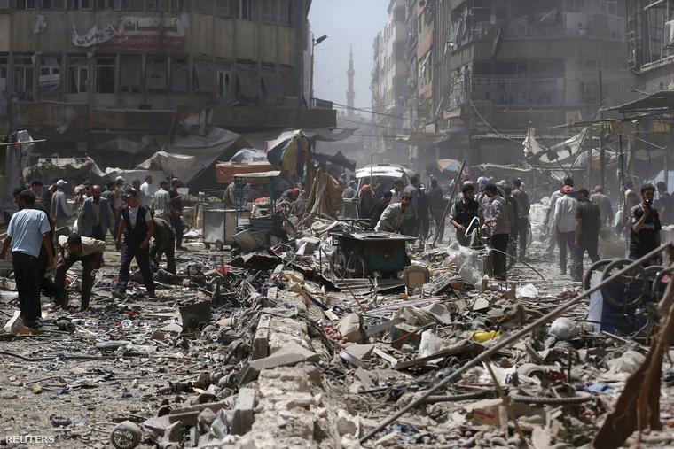 A szír kormányerők légicsapásának helyszíne Damaszkuszban.