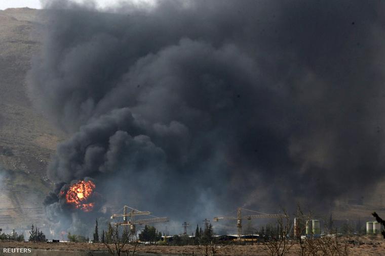Harcok nyoma Damaszkusz északi elővárosai közelében