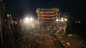 Így zárta le a Mad Max vonat a határt a szerb oldalról nézve