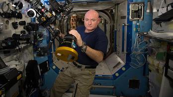 Mit gondol, mi hiányzik legjobban egy űrhajósnak a Földről?