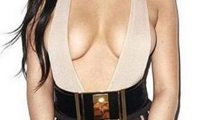 Kylie Jenner félmeztelenül hirdeti, hogy mellei igaziak