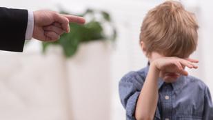 A kontrolláló szülő boldogtalan felnőttet nevel