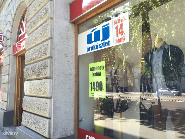 Ismét egy Cream üzlet, ez viszont a Wesselényi úti villamosmegállónál található.