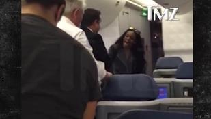Azealia Banks repülőn ütött, ordított és buzizott