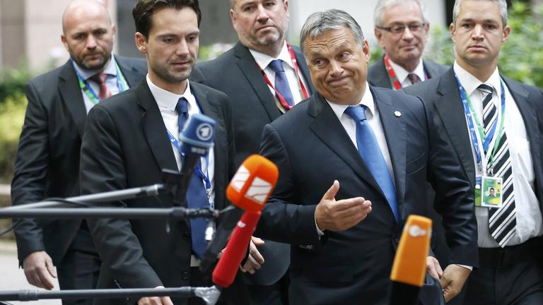 Orbán: Meg kell fontolni a menekültek átengedését Ausztriába