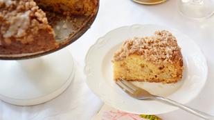 Pénteki süti: almás kevert, ropogós fahéjas morzsával